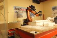 多機能ロボットによる精密加工